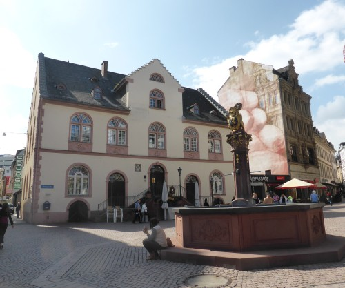 The old town hall was built in 1610; now it is the marriage registry