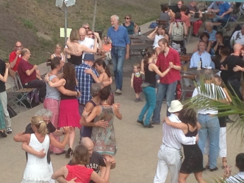 Dancing the tango in a park at Mitte