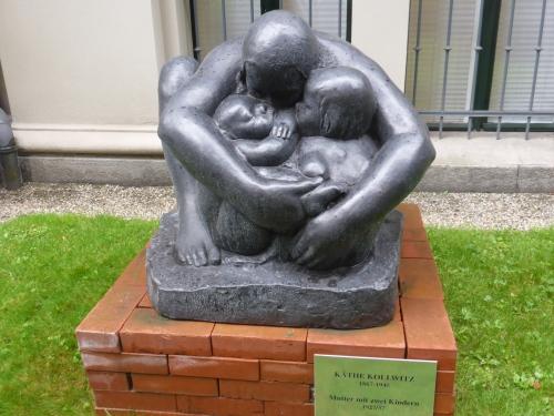 A Kathy Kollwitz bronze outside her museum